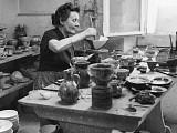 Margrit Linck im Atelier - Bild: Linck Keramik